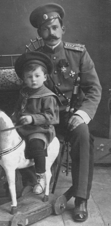 fedorgrigorievich-alexeimihailovich-mihailfedorovichkarasevy-novocherkassk-1917.jpg